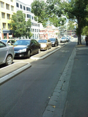 Kopenhagen-Style Bike Lane in Melbourne Quelle: Barrylb, Wikimedia, Public Domain