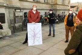 Übergabe des Veloroutenplans an Stadtbaurat Leuer